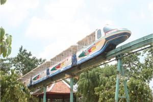 Xe lửa trên không (Monorail)